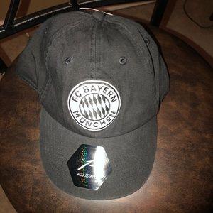 NWT FC BAYERN soccer Trucker Hat!